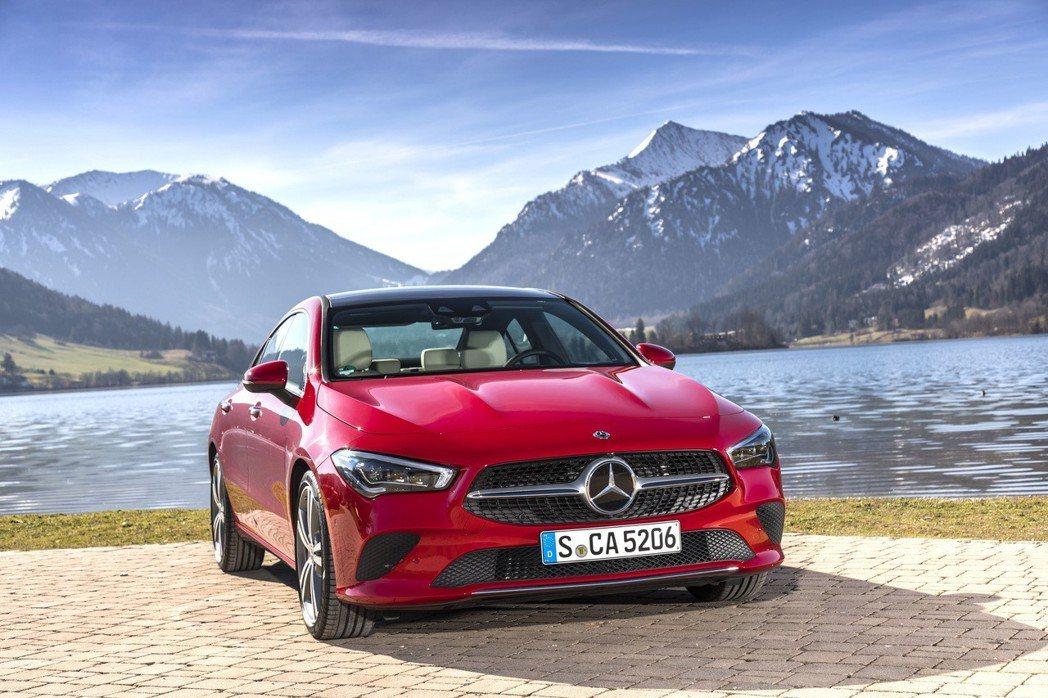 Mercedes-Benz去年於全球斬獲了2,310,185輛的亮眼表現。 摘自...