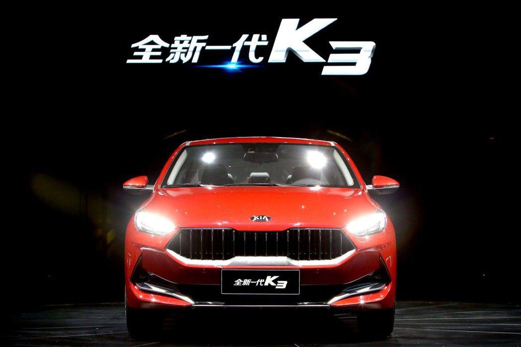 中國版Kia K3與韓版K3在車頭設計上差異不小。 摘自Kia