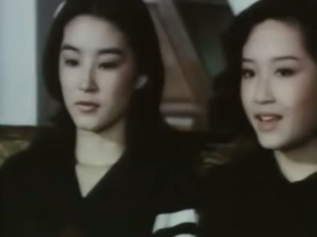 林青霞(左)與恬妞「在水一方」中有不少對手戲。圖/翻攝自YouTube