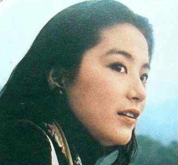 林青霞在「在水一方」飾演孤女小雙。圖/摘自HKMDB