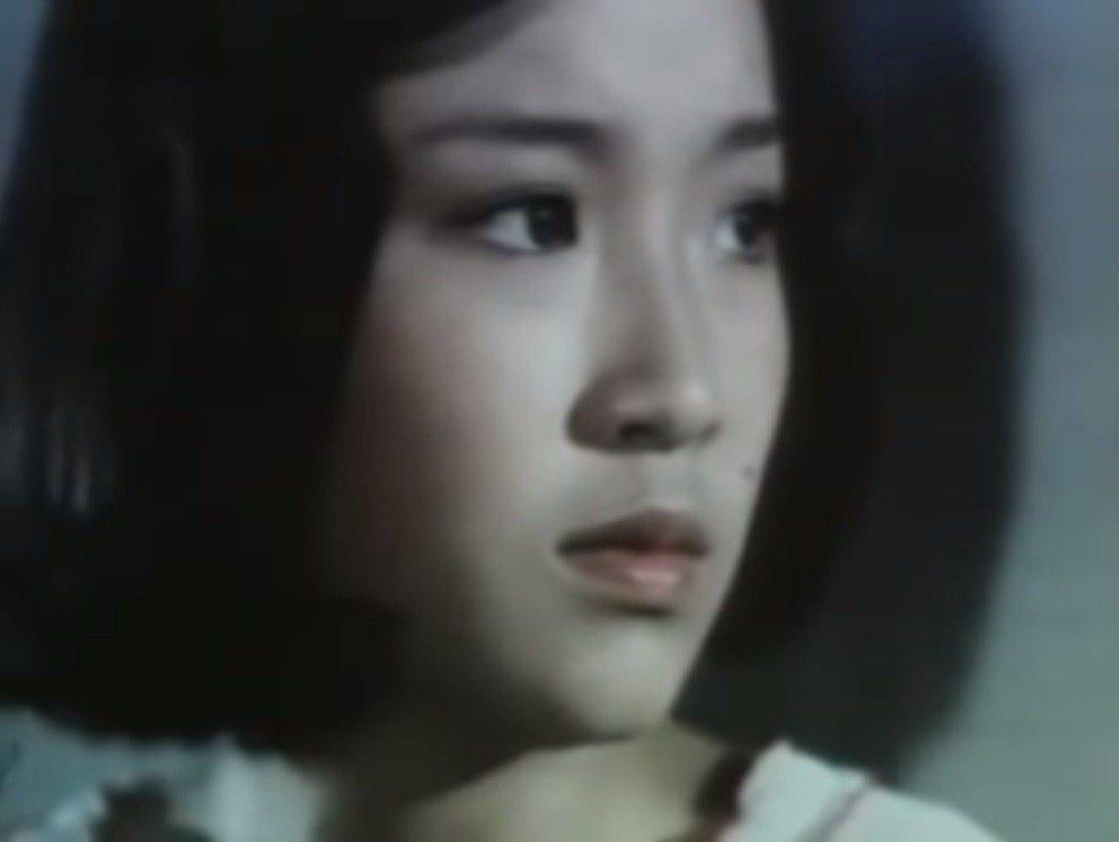恬妞在「在水一方」反而扮演姊姊的角色。圖/翻攝自YouTube
