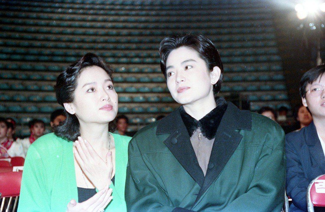 恬妞(左)與林青霞在第25屆金馬獎頒獎彩排時再度聚首。圖/報系資料照片