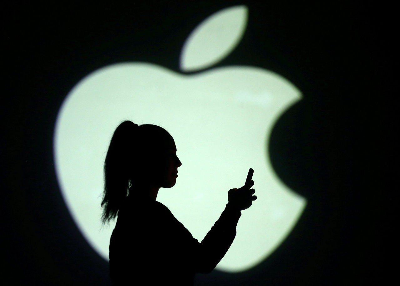 華爾街日報引述消息人士說法報導,蘋果去年夏天開始與英特爾洽談,有意收購手機數據晶...
