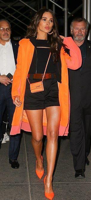 「美國小姐」奧利維亞卡波(Olivia Culpo)也穿了Stuart Weit...