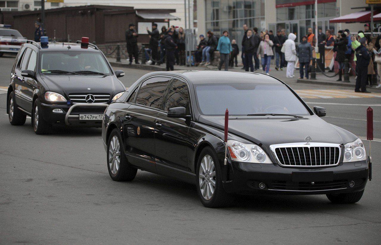 金正恩的座車(前)。美聯社。