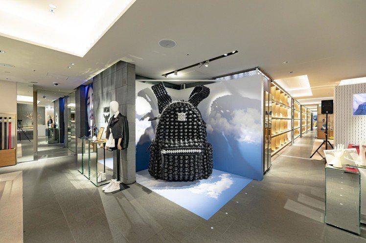 大型的包款裝置藝術讓Ginza HAUS 1全球最大旗艦店有更豐富的視覺。圖/M...