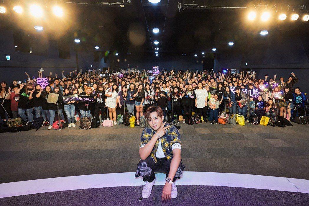 羅志祥27日舉辦簽唱會,和粉絲逗趣互動。圖/環球音樂提供