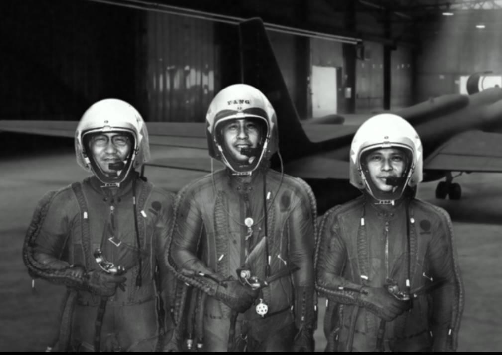 紀錄片《疾風魅影-黑貓中隊》中老照片,左起為IDF之父華錫鈞將軍(他是第一代黑貓...