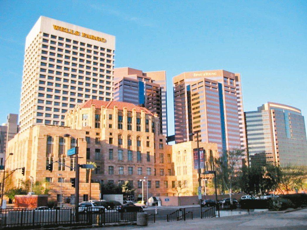 美國亞利桑那州最大城市鳳凰城,2005年人口總數約1,475,834人,成為全美...