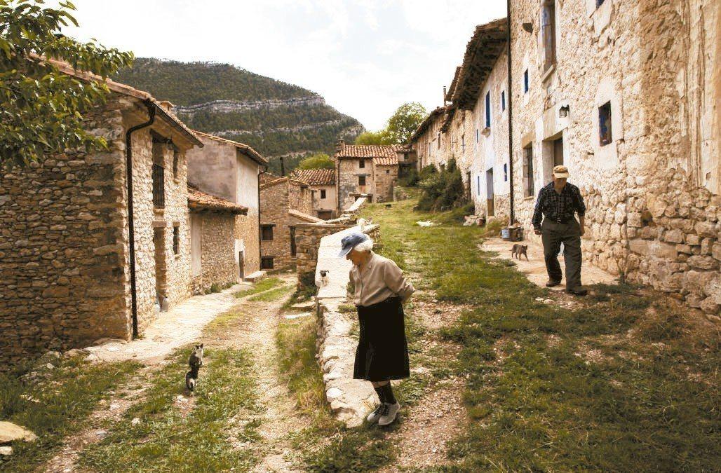 西班牙預期將在2040年超越日本,成為全球最長壽國家。 路透