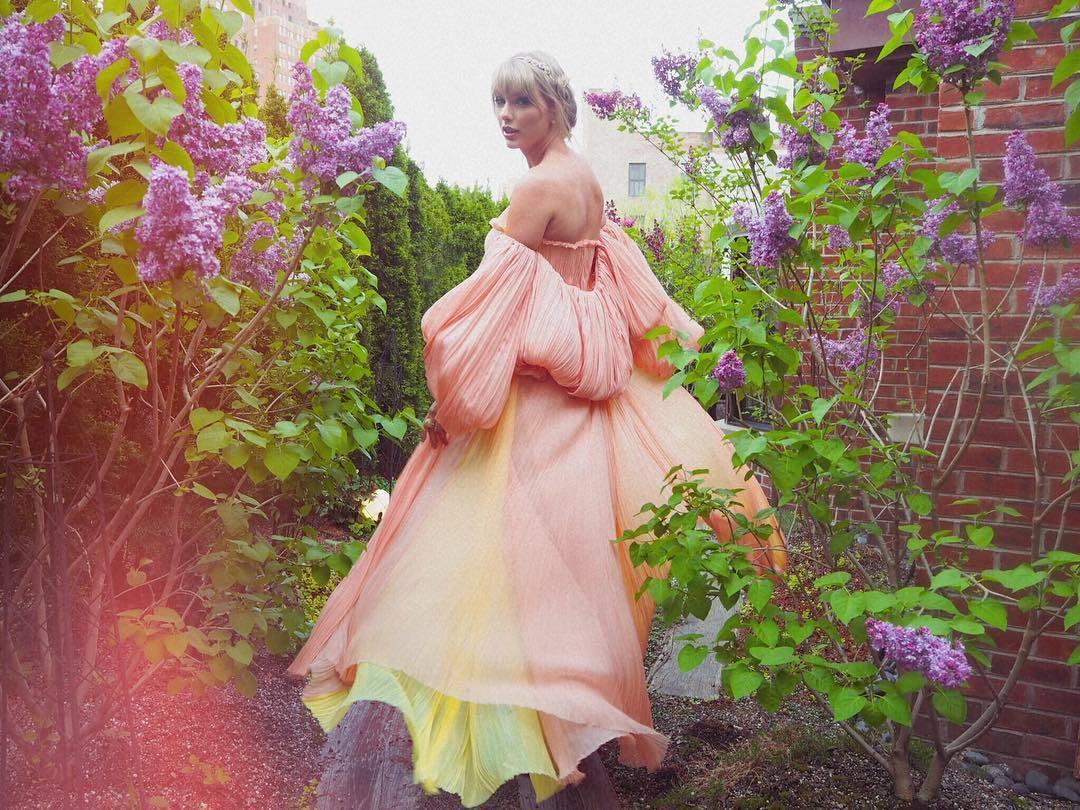 美國小天后泰勒絲(Taylor Swift)的新單曲單曲〈ME!〉於26日發布後...