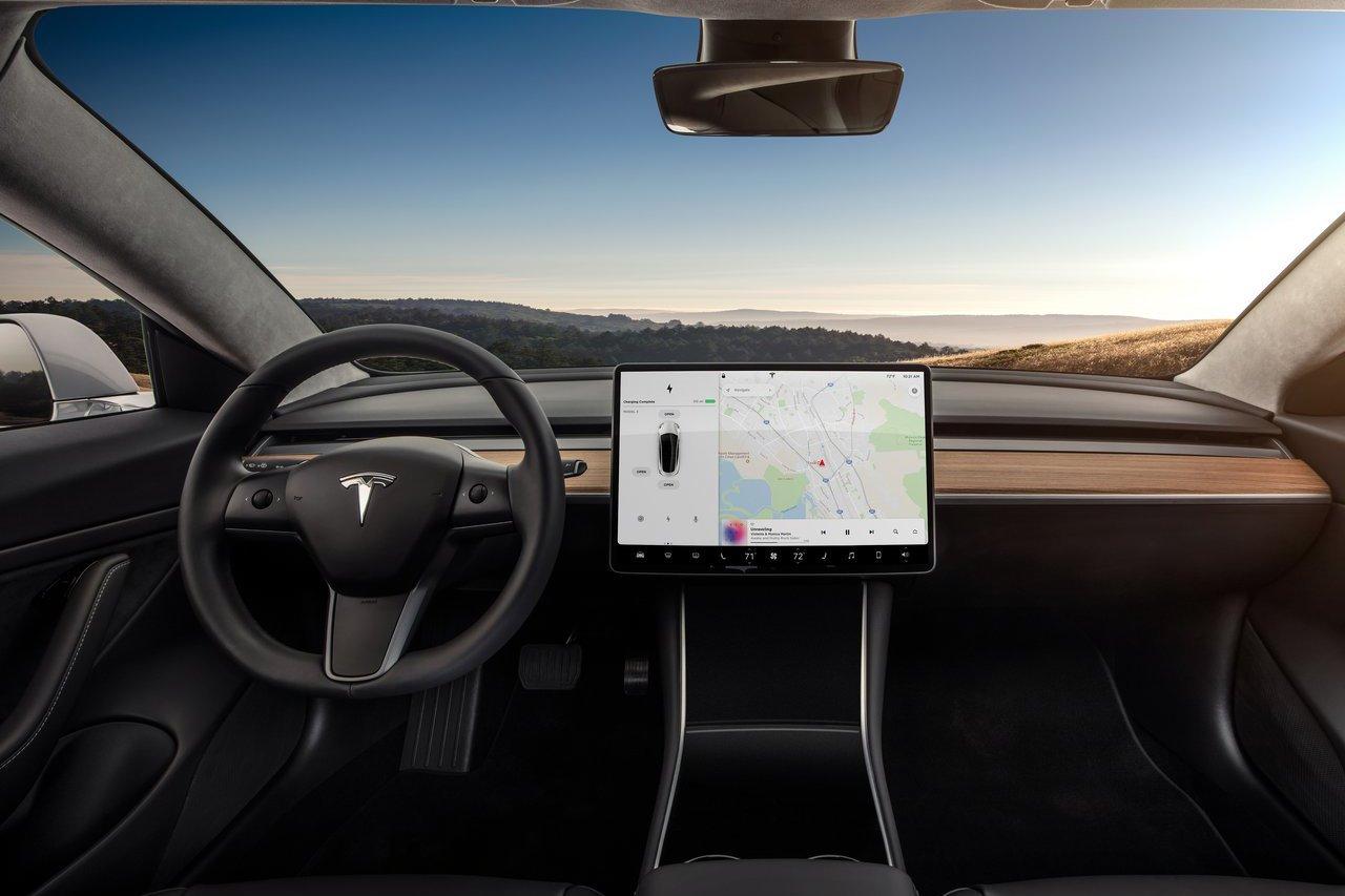 汽車內裝都要配大觸控螢幕? Jaguar設計總監:我痛恨大螢幕 那是災難!