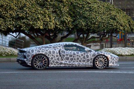 2020 McLaren Grand Tourer測試現身 這偽裝圖紋令人眼花