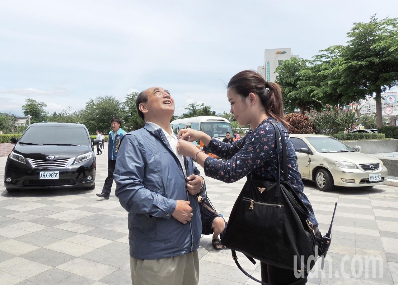 今天上午台東縣各地都看得到日暈天文異象,就連前立法院長王金平今天上午11點抵達台...