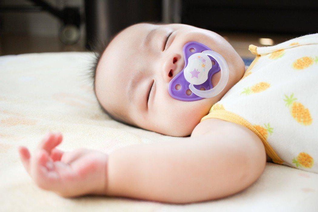 每天睡眠時間,依照年齡大概要7~10小時才正常。圖/摘自pakutaso