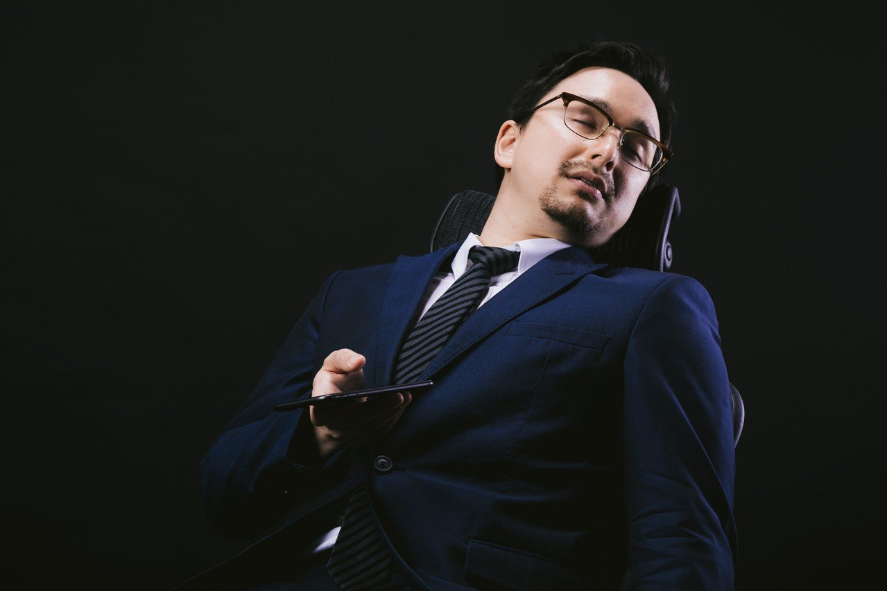坐交通工具容易睡著,其實代表平常睡眠不足。圖/摘自pakutaso