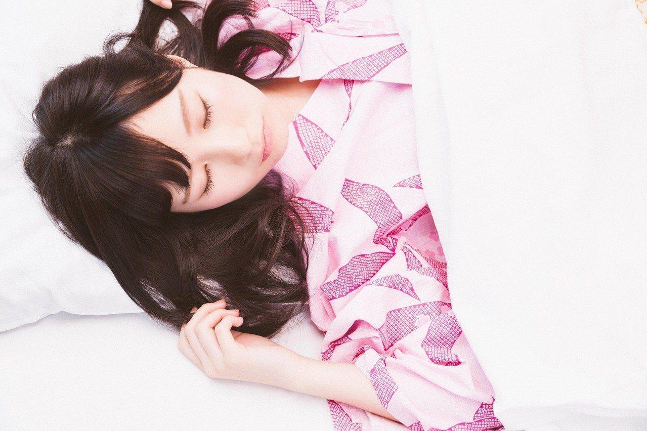 早上起床,總是多睡一會兒,會讓精神更差。圖/摘自pakutaso