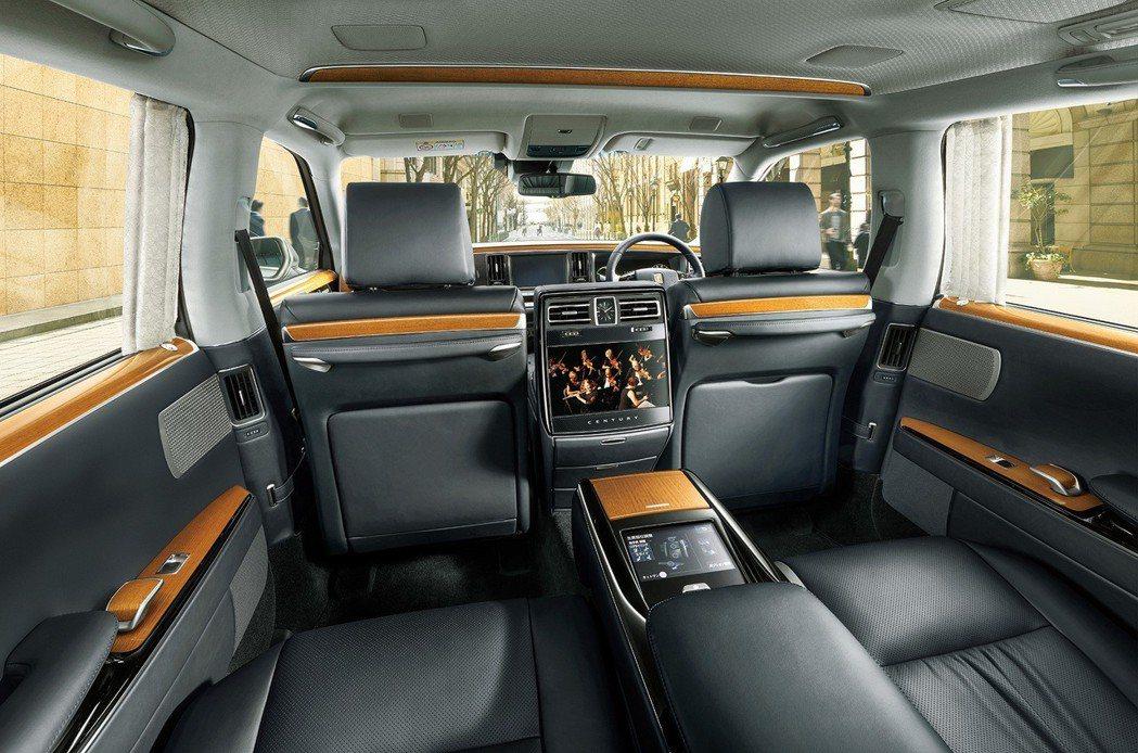 Century擁有相當寬敞舒適的車室空間。圖/取自豐田官網