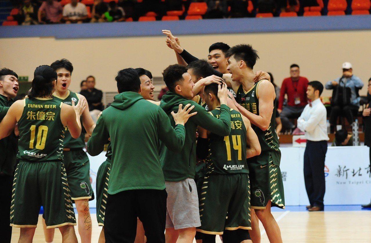 台啤隊以系列賽4:2淘汰衛冕軍。圖/中華籃球協會提供