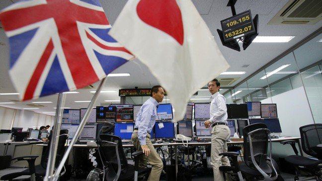高盛指出,明年日本以外MSCI亞太指數的企業獲利攀增11%,以南韓、印度及台灣引...