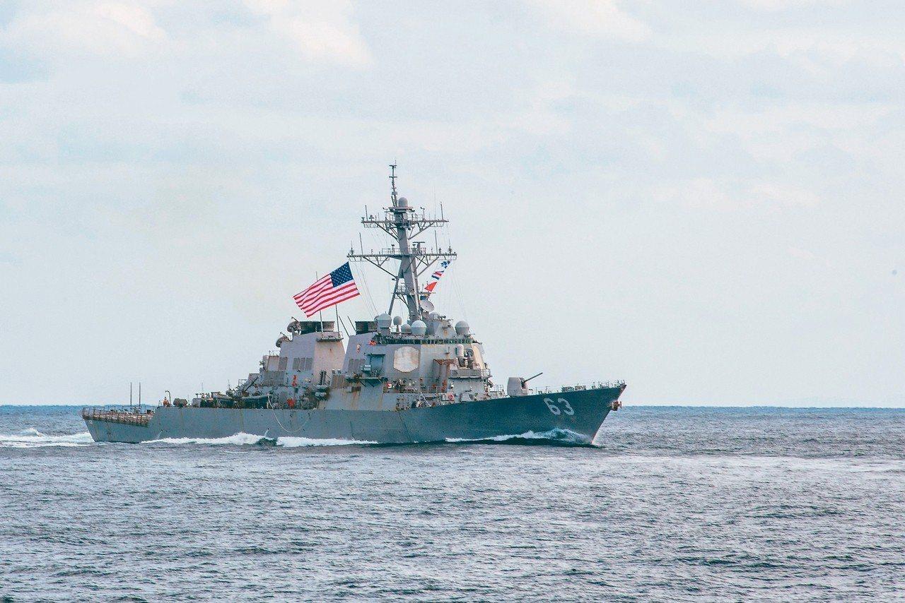 美國驅逐艦史塔森號(見圖)和威廉勞倫斯號28日穿越台灣海峽。圖為軍艦的資料照片。...