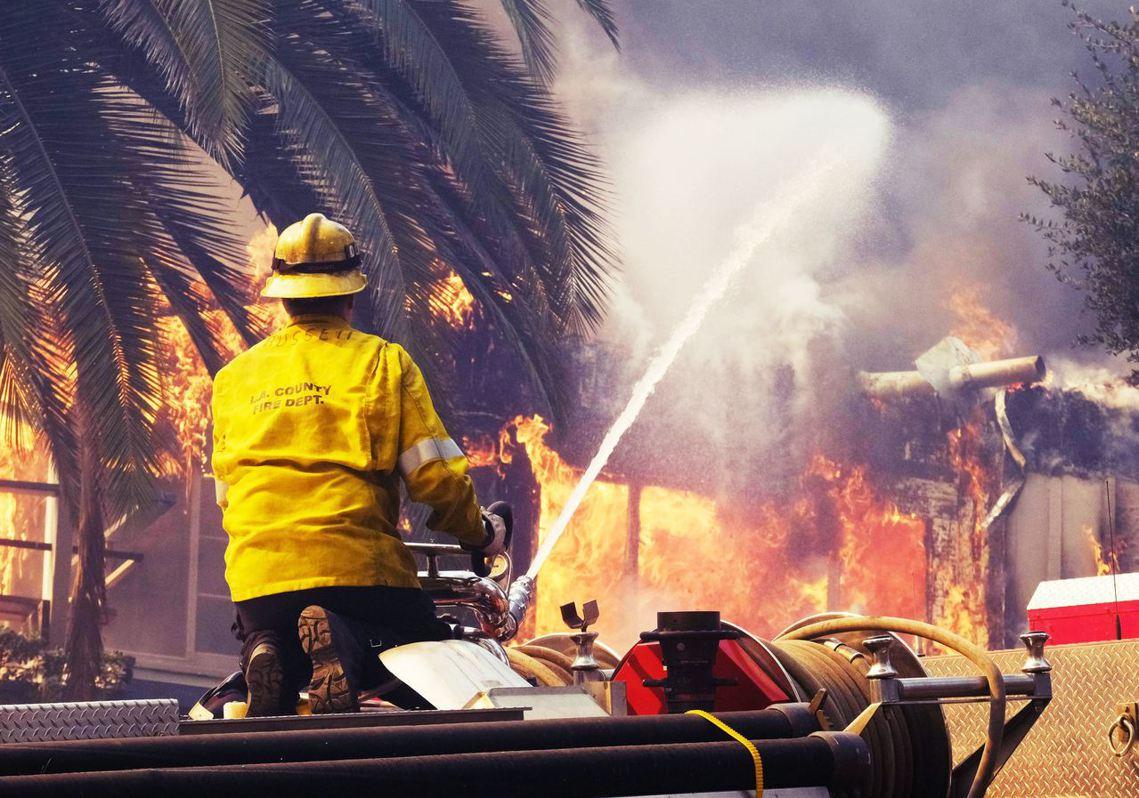 上個星期,美國加州的洛杉磯市立消防局(LAFD)針對2018年11月的南加州大火...