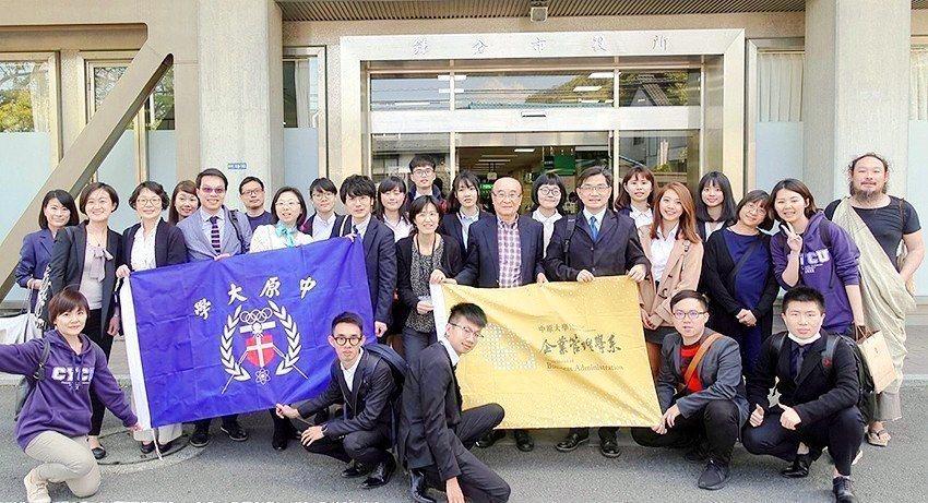 中原大學與日本鐮倉市、橫須賀市交流地方創生,分享台灣經驗。圖/中原大學提供