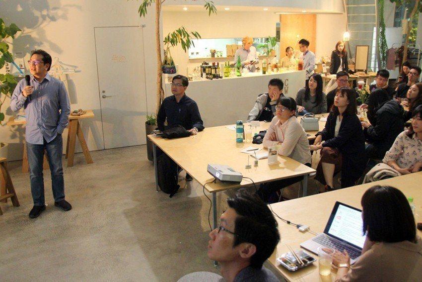 中原師生與在東京推動地方創生的夥伴及在地打拚的台灣同胞進行交流會。圖/中原大學提...