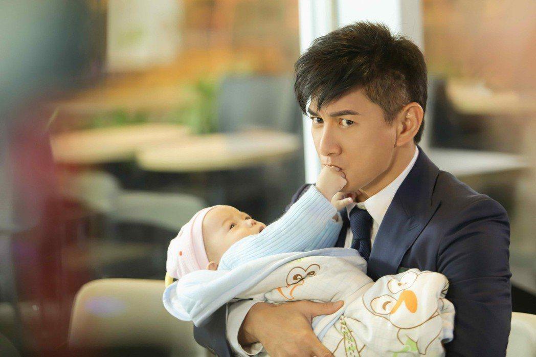 吳奇隆當爸前演出「月嫂先生」實習。圖/八大提供