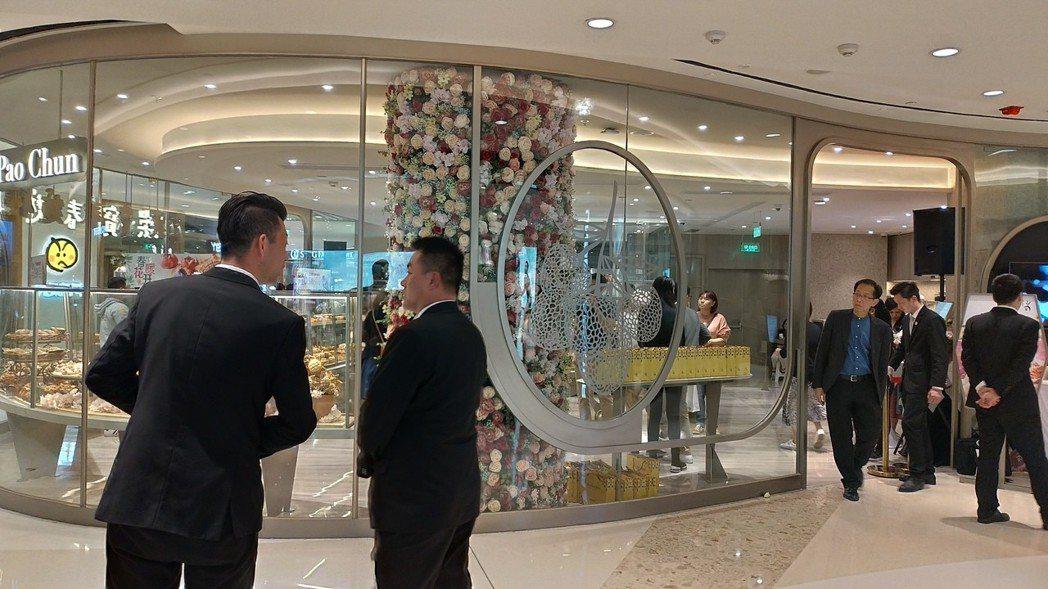 吳寶春麥坊上海二店開幕,門口保全比消費者多。特派記者林宸誼/攝影