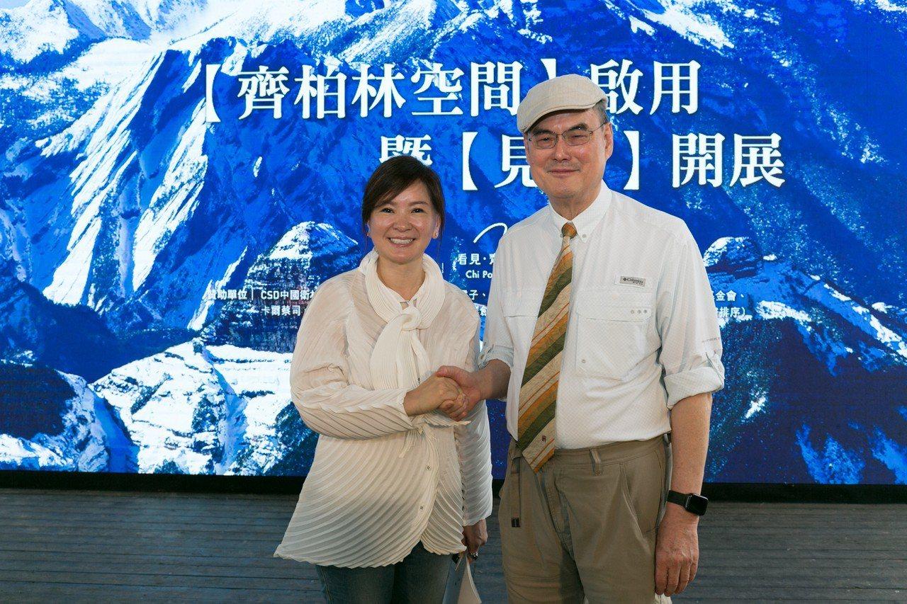 大金空調贊助齊柏林空間空調設備全面更新,邀請民眾一同看見台灣的美好。(左為齊柏林...