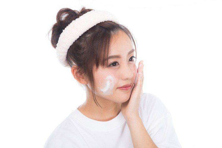 卸妝一定要乳化。圖/摘自pakutaso