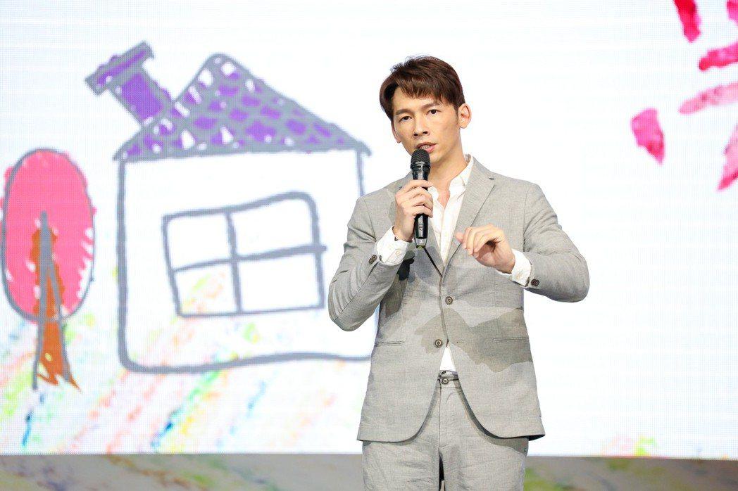 溫昇豪赴高雄參與「夢想分享」公益演説。圖/療癒之手基金會提供