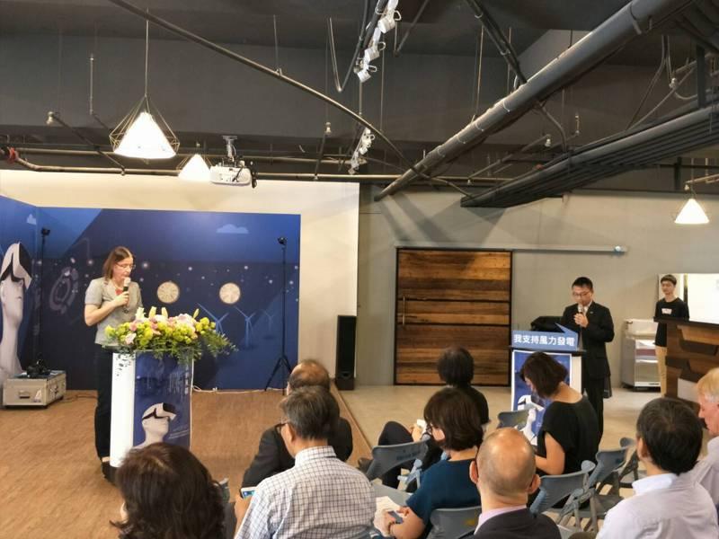 德國在台協會副代表施碧娜說明台德合作發展風電的概況。記者蔡維斌/攝影