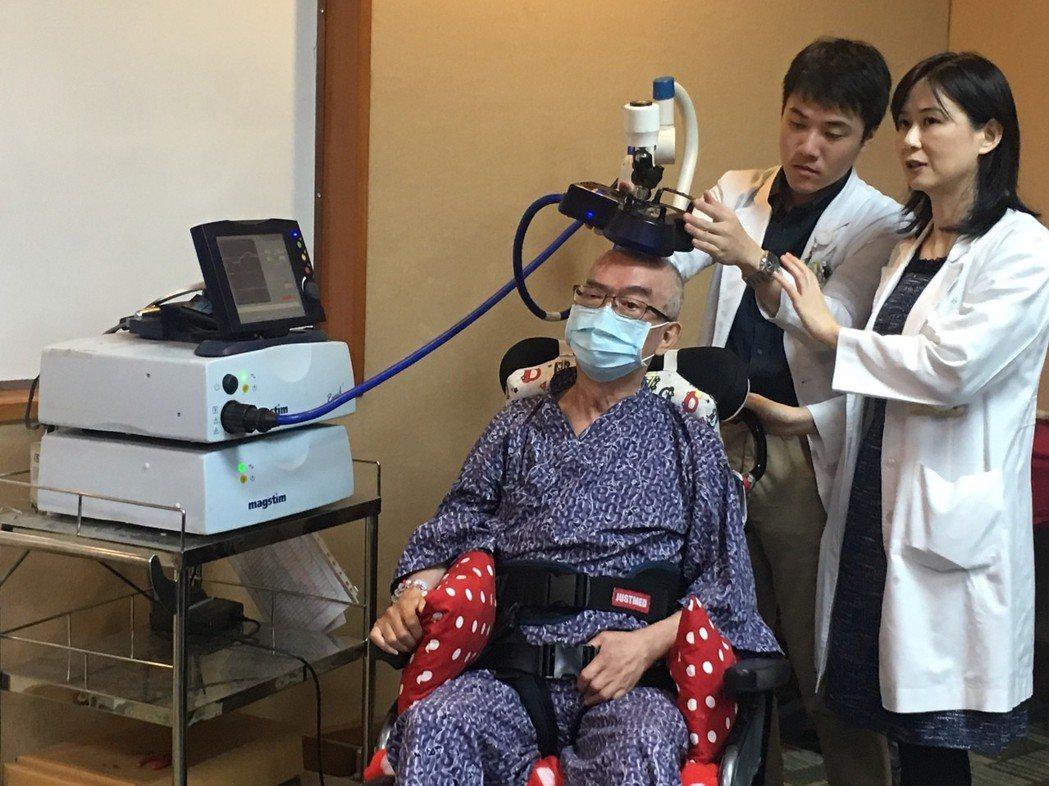 北榮2010年引進使用顱外磁刺激儀器,後續發現在中風的復健治療效果大有斬獲,目前...
