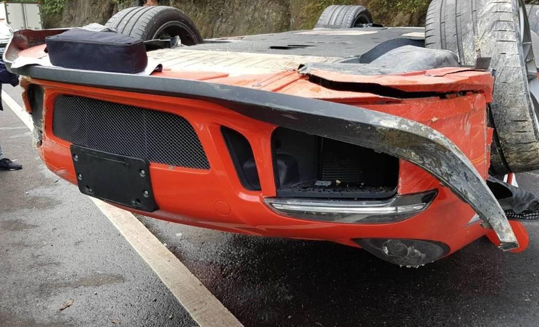 一台價值近新台幣1千萬元的保時捷紅色款GT3RS跑車,今日中午行經北宜公路時,疑...