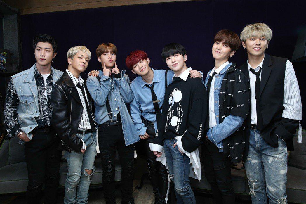 ONF由WYATT(左起)、U、E-TION、HYOJIN、LAUN、J-US、...