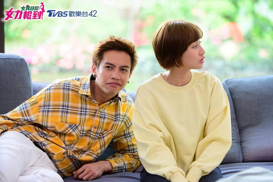 鯰魚哥(左)的演出被觀眾嗆「想轉台」。圖/摘自臉書