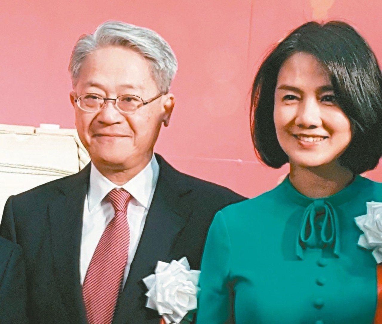 台新金控董事長吳東亮(左)夫人彭雪芬(右)昨天發表聲明,表示她將於明天主動請辭新...