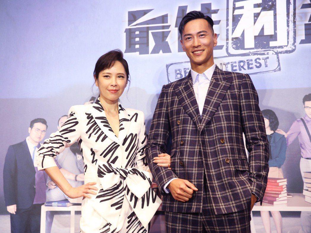 華視、中天最新戲劇《最佳利益》今天在台北華山光點舉行首映記者會,主要演員鍾承翰(