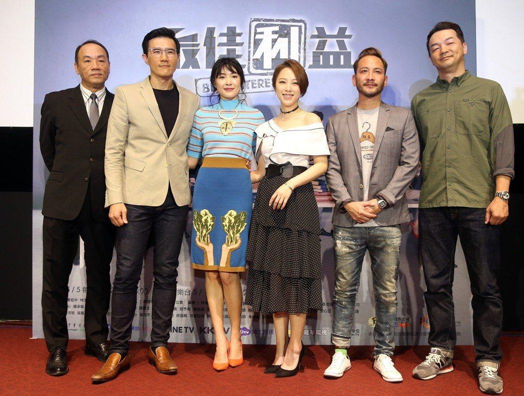 華視、中天最新戲劇《最佳利益》在台北華山光點舉行首映記者會,演員群包括王自強(左...