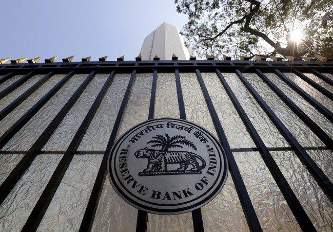 在亞洲經濟趨緩之際,印度央行今年來已兩度降息,但其他各國央行卻對降息持保留態度。...