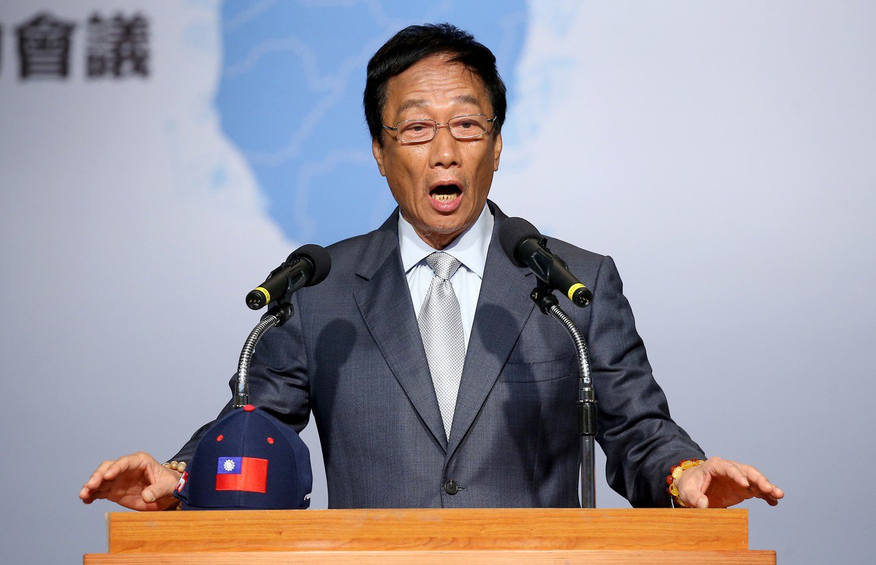 鴻海董事長郭台銘30日上午以「中美貿易戰對未來台灣經濟的機遇與挑戰」為題發表演講...