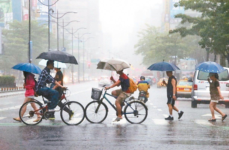 預估今年滯留性梅雨鋒面會來得比較早,約5月上旬來臨。 圖/聯合報系資料照片