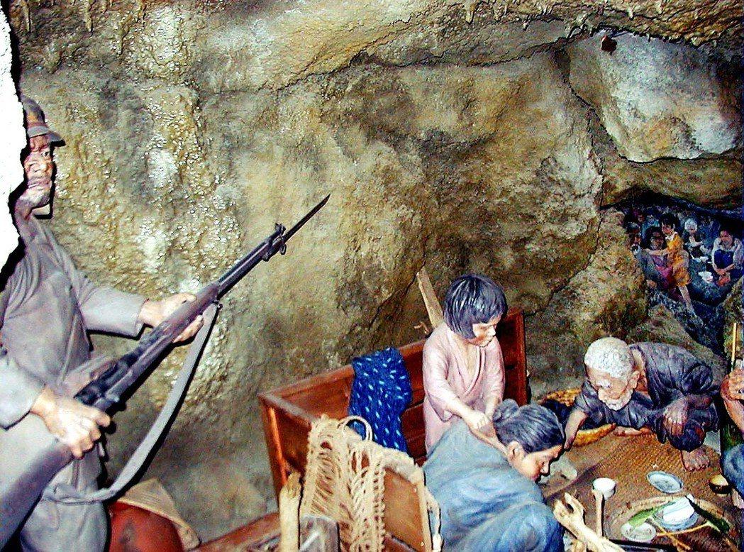 沖繩人對自己是否為天皇子民的態度很是曖昧──畢竟,他們是因此而被戰殺、被託管,被...