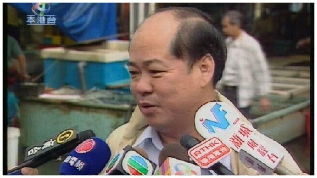 有網友估計是鮑魚消化道的液體,香港海鮮業聯合總會主席李彩華認為估計合理,由於鮑魚...