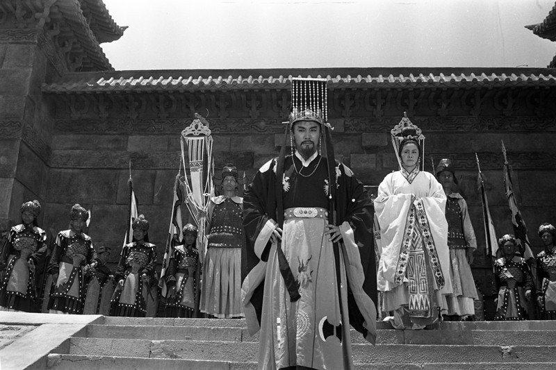 1965年,電影《西施》在白沙灣拍禹王廟外景長達兩個月,中前為飾演勾踐的趙雷。 ...