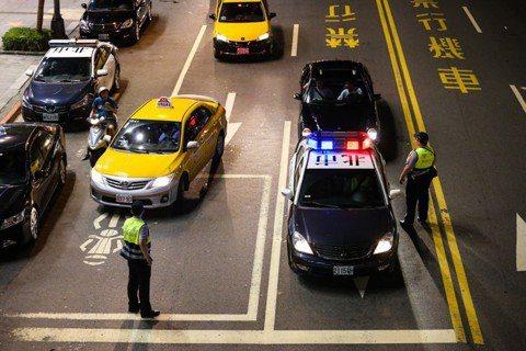 拒檢咬警判無罪:是司法銅人陣,還是警察巨嬰化?