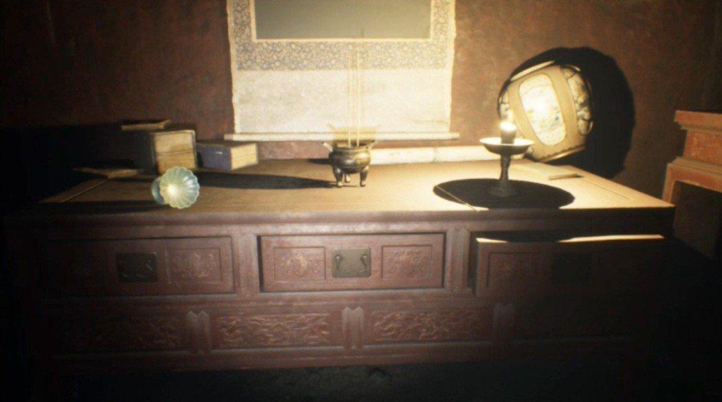 遊戲中因為主角的走路速度很慢,萬一來不及躲到衣櫃或是桌腳下,就只能趕快跑到遊戲唯...