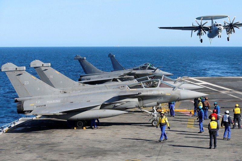 位於地中海的法國戴高樂號航空母艦,攝於2019年3月。 圖/路透社
